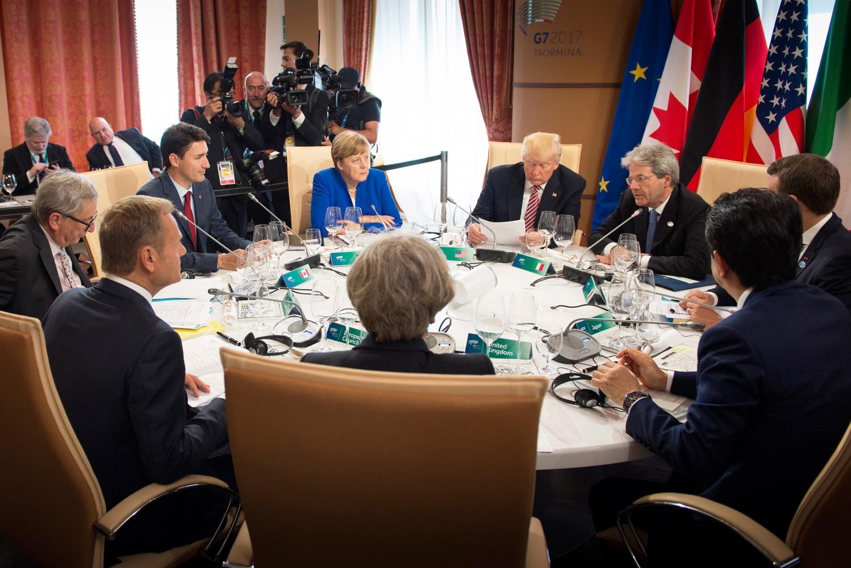 Poetin ontkent inmenging verkiezingen VS tijdens gesprek met Trump
