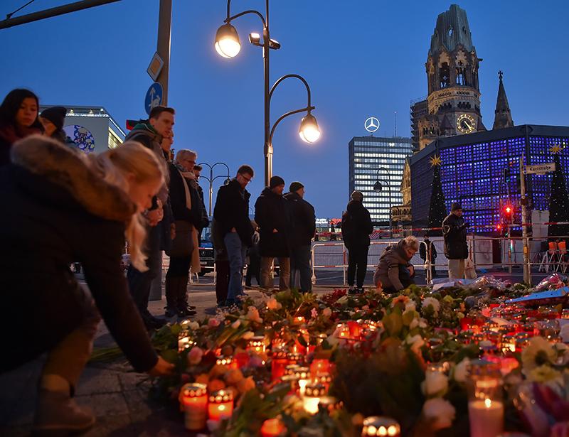 Een Jaar Later Berlijn Staat Stil Bij Aanslag Kerstmarkt